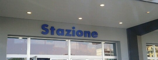 Stazione Savona is one of Lugares favoritos de Dade.