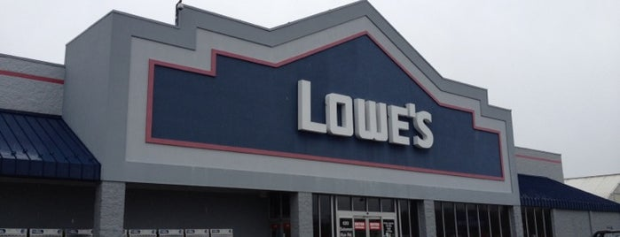 Lowe's is one of Locais salvos de Dan.