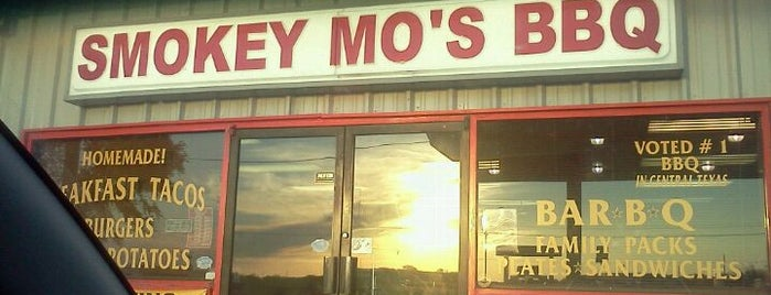 Smokey Mo's BBQ is one of Orte, die Matt-Kimberly gefallen.
