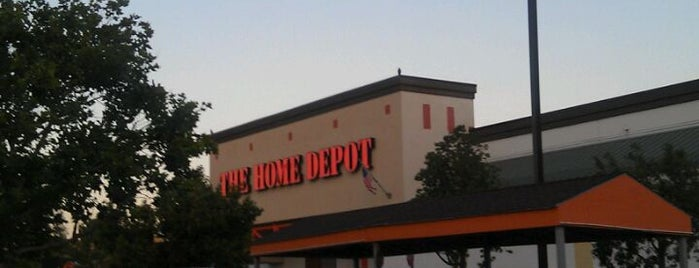 The Home Depot is one of Locais curtidos por Chad.