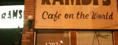 Ramsi's Cafe On the World is one of Tempat yang Disukai Skeeter.