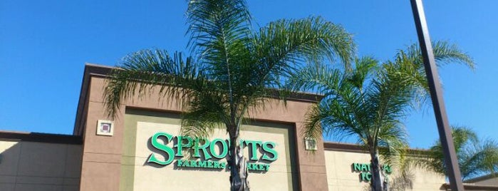 Sprouts Farmers Market is one of Locais curtidos por Helen.