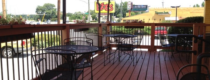 Moe's Southwest Grill is one of Lugares favoritos de Denise.