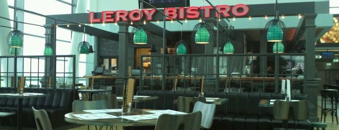 Leroy Bistro is one of Lieux qui ont plu à Julia.