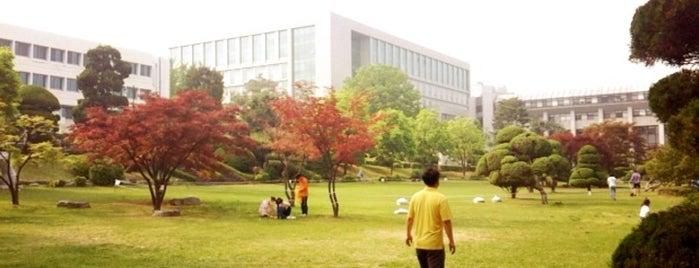 건국대학교 상허연구관 (Konkuk University - Sanghuh Research Facilities) is one of life of learning.