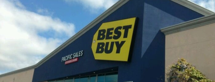 Best Buy is one of Tempat yang Disukai Josh.