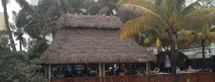 Oceanfront Surfside Tiki Bar is one of Antonio'nun Beğendiği Mekanlar.