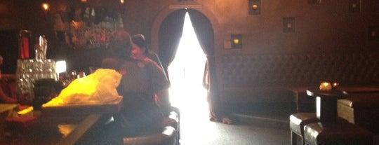 El Bar is one of สถานที่ที่ Steve ถูกใจ.