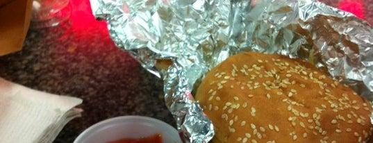 Five Guys Burgers is one of Dezzie'nin Beğendiği Mekanlar.