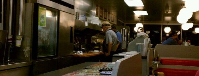Waffle House is one of Lieux qui ont plu à Mia.