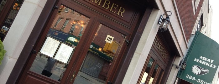 Amber Steakhouse is one of Locais curtidos por Patrick.