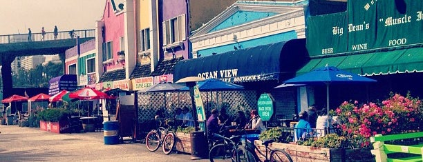 Big Dean's Ocean Front Cafe is one of Santa Monica.