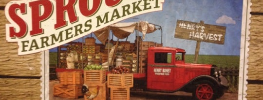 Sprouts Farmers Market is one of Lieux qui ont plu à Alfa.