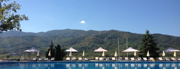 Swimming Pool is one of Lieux qui ont plu à Jana.