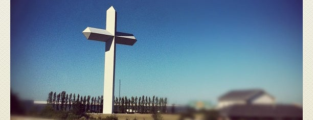 Cross at the Crossroads is one of Tempat yang Disukai Mark.