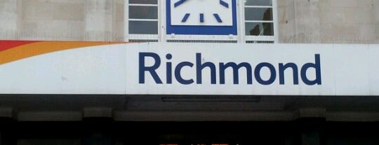 Richmond Railway Station (RMD) is one of Locais curtidos por Martin.