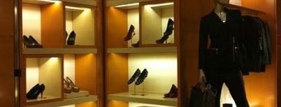 Louis Vuitton is one of Linda 님이 좋아한 장소.