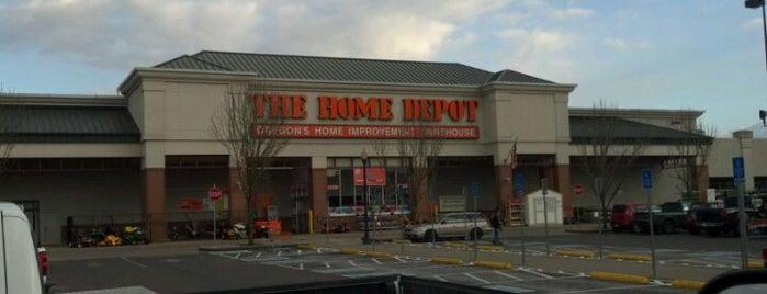 The Home Depot is one of Orte, die Erik gefallen.