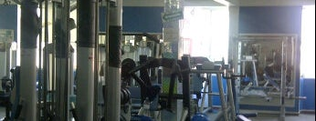 Genesis Gym is one of Locais curtidos por Danii.