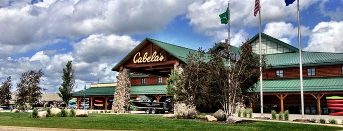 Cabela's is one of Locais curtidos por Brooke.