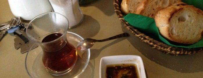 Alaylı Cafe is one of Huzur Buldugum Mekanlar.