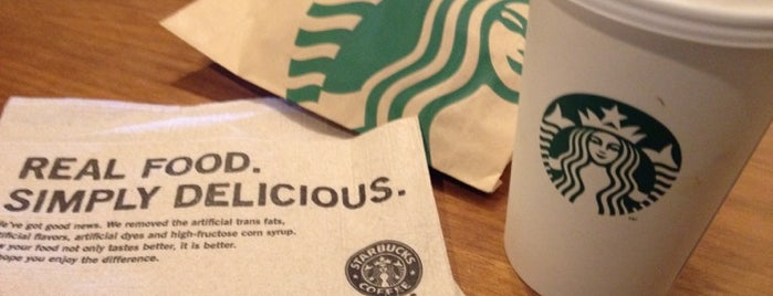 Starbucks is one of Locais curtidos por Julie.