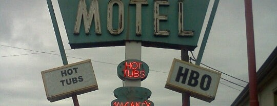 The Holiday Motel is one of Portland Signs.