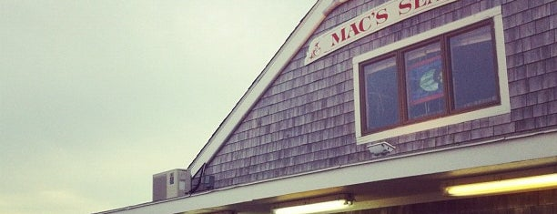 Mac's Seafood Wellfleet Pier is one of Posti che sono piaciuti a 🚡 Chris.