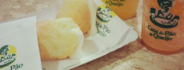 Casa do Pão de Queijo is one of Lugares favoritos de M..