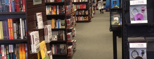 Barnes & Noble is one of Kouros 님이 좋아한 장소.