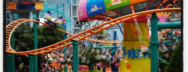 Nickelodeon Universe® is one of Lugares favoritos de Brittany.