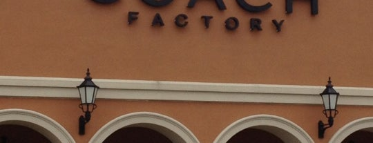 Coach Factory Outlet is one of Lieux qui ont plu à Angeles.