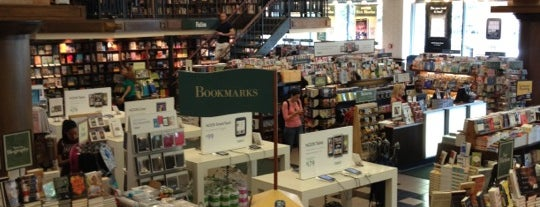 Barnes & Noble is one of Will'in Beğendiği Mekanlar.