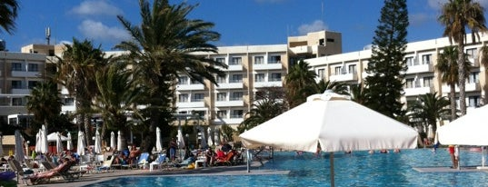 Louis Phaethon Beach Hotel Paphos is one of Lieux qui ont plu à Александр.