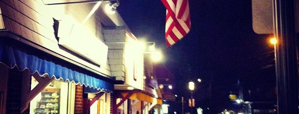 Downtown Ogunquit is one of Lugares favoritos de Chrissy.