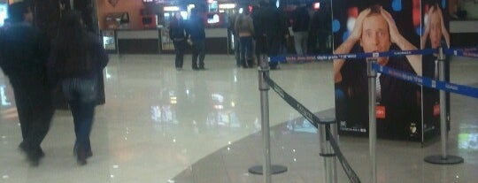 Cinemark is one of Cines en Santiago.