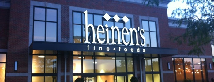 Heinen's Grocery Store is one of Lugares favoritos de Ross.