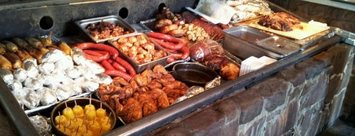 Hard Eight BBQ is one of Locais curtidos por Karen.