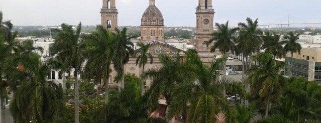 Plaza De Armas is one of สถานที่ที่ Armando ถูกใจ.