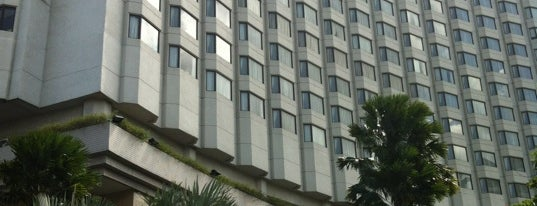 Shangri-La Hotel, Bangkok is one of Posti che sono piaciuti a Panagiotis.