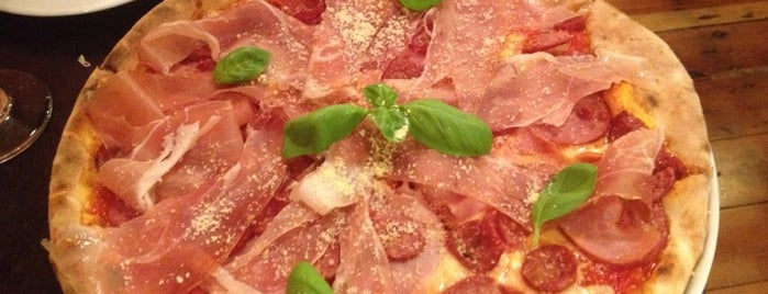 Pizzeria Napoli is one of Darwich 님이 좋아한 장소.