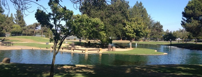 Cupertino Memorial Park is one of Locais curtidos por Mark.