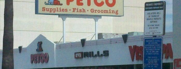 Petco is one of Tempat yang Disukai Desiree.