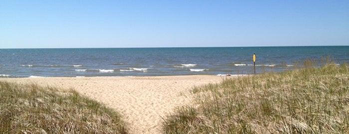 Douglas Beach is one of Lugares favoritos de Kyle.