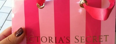 Victoria's Secret PINK is one of Tempat yang Disukai Liz.