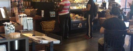 Starbucks is one of Lugares favoritos de Tania.