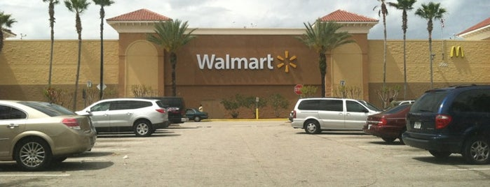 Walmart Supercenter is one of Locais curtidos por Fernando.
