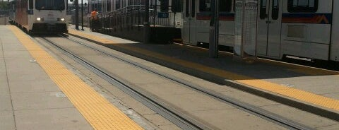 RTD – Alameda Light Rail Station is one of Tempat yang Disukai Marie.