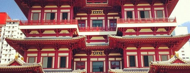 Buddha Tooth Relic Temple & Museum (新加坡佛牙寺龙华院) is one of My Singapore Trip'12.