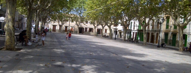 Plaça del Conqueridor is one of Yves's Liked Places.